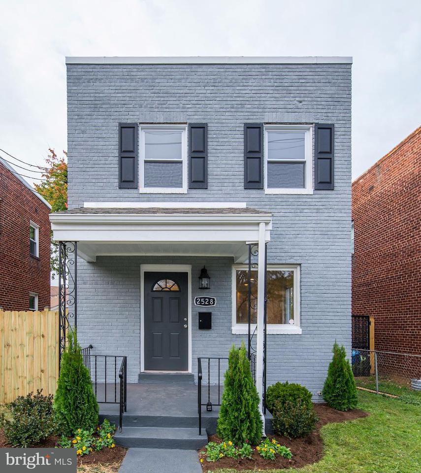 獨棟家庭住宅 為 出售 在 2528 SOUTH DAKOTA AVE NE 2528 SOUTH DAKOTA AVE NE Washington, 哥倫比亞特區 20018 美國