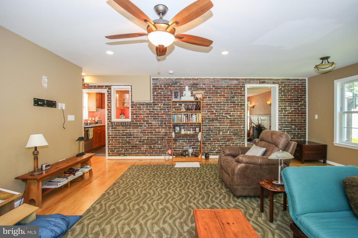 Additional photo for property listing at 702 AUBURN Avenue 702 AUBURN Avenue Takoma Park, Maryland 20912 Stati Uniti