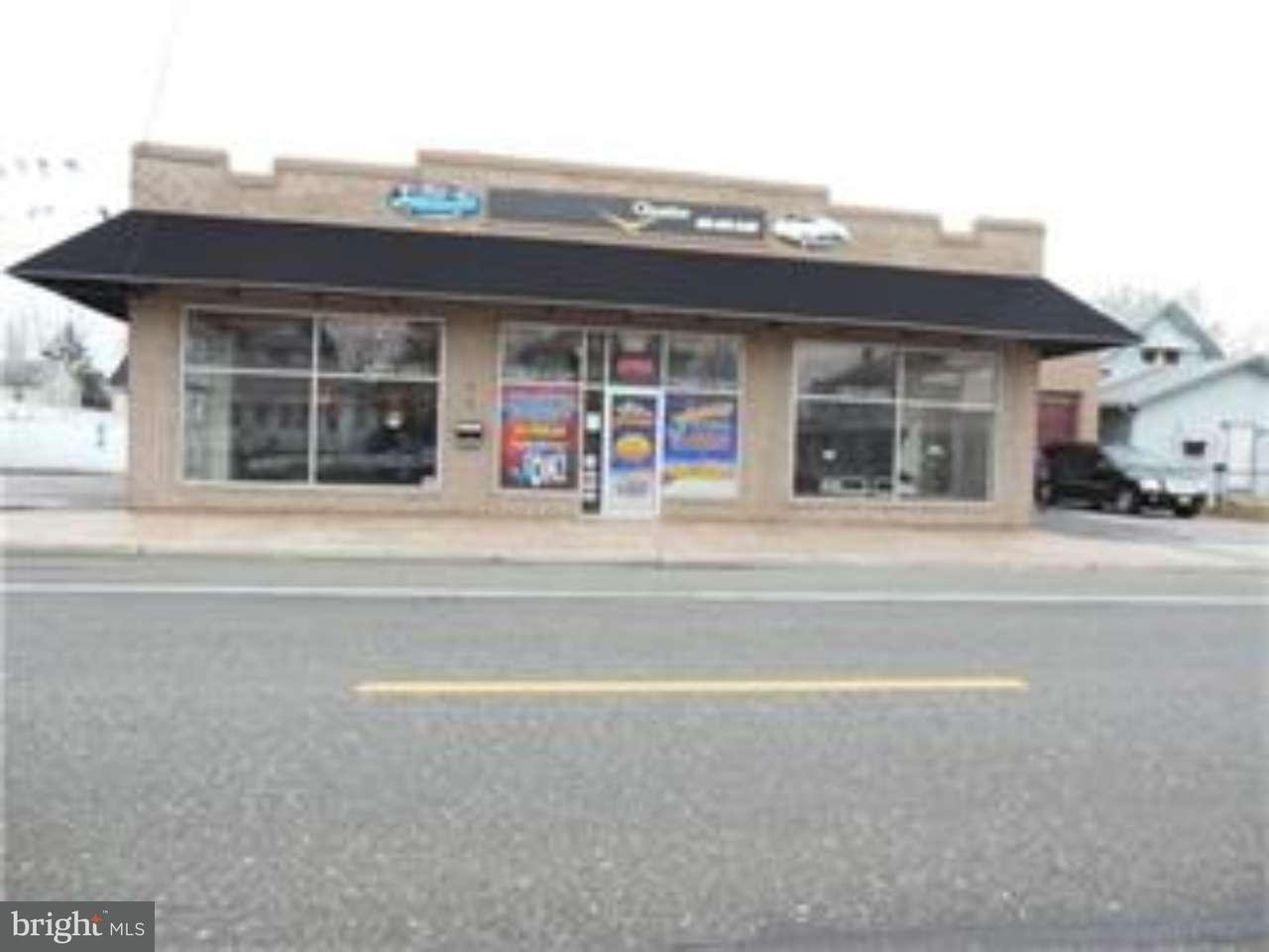Maison unifamiliale pour l Vente à 416 W BROAD Street Paulsboro, New Jersey 08066 États-Unis