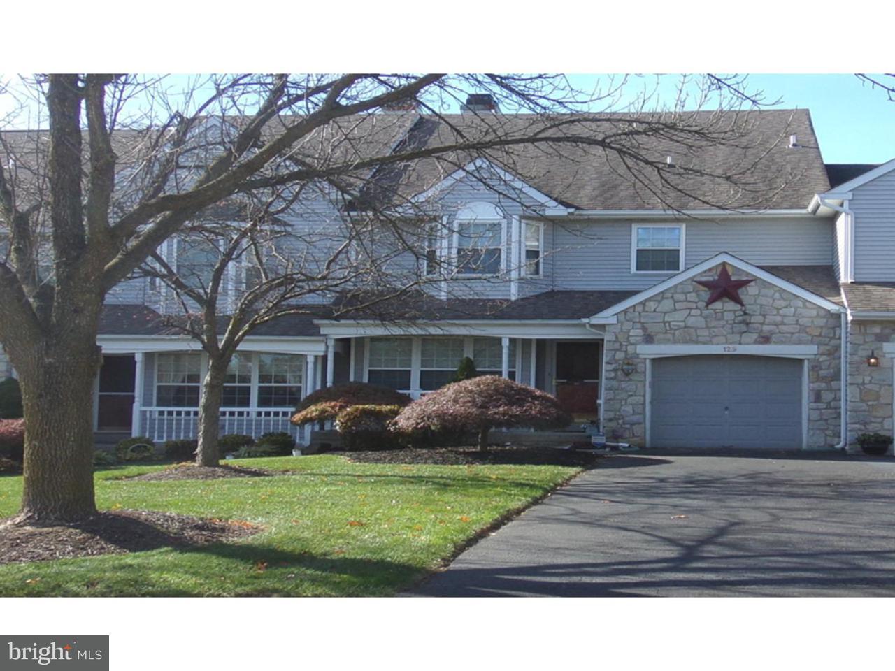Maison accolée pour l Vente à 129 STEEPLECHASE Drive Montgomeryville, Pennsylvanie 19454 États-Unis