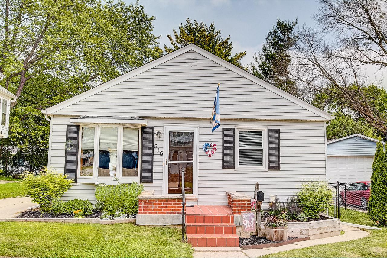 Move in ready updated 3 bedroom Hartford ranch. Hardwood floors throughout. Wonderful fenced in yard with patio and new landscaping. Only 2 blocks from Rossman Elementary School!