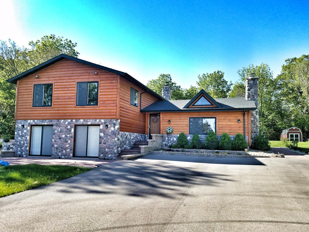 Lake Geneva WI Log Homes For Sale • Realty Solutions Group