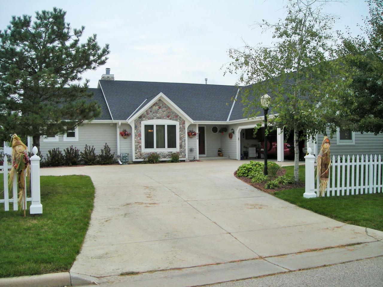 Oconomowoc Wi Homes With In Law Suite For Sale Realty Solutions Group
